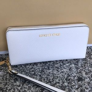 Michael Kors Jet Set continental white wallet